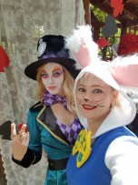 Alice und die Katze im Wunderland