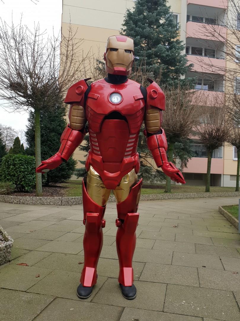 Железный  робот